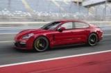 Новый Порше Панамера ГТС выявлено стайлинга и модернизации шасси